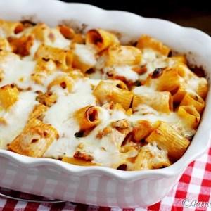 Maccheroni al forno con branzino e zucchine