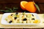 Chicche di patate con salsa di arance, olive e mandorle