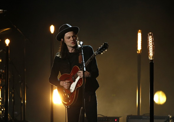 """James Bay performs """"Let it Go"""" at the 2016 American Music Awards in Los Angeles, California, U.S., November 20, 2016. REUTERS/Mario Anzuoni"""