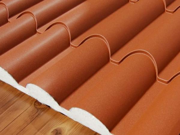 Panel Sandwich Teja en gris pizarra ral 7022 con acabado imitacion madera