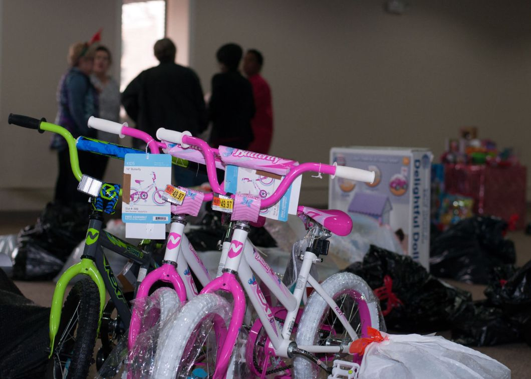 Santa's Pals: Kiwanis Club gives gifts to 134 families