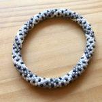 No.12 ビーズクロッシェブレスレット(黒) … ¥1,500 (内径:約16cm)(シードビーズ・レース糸)