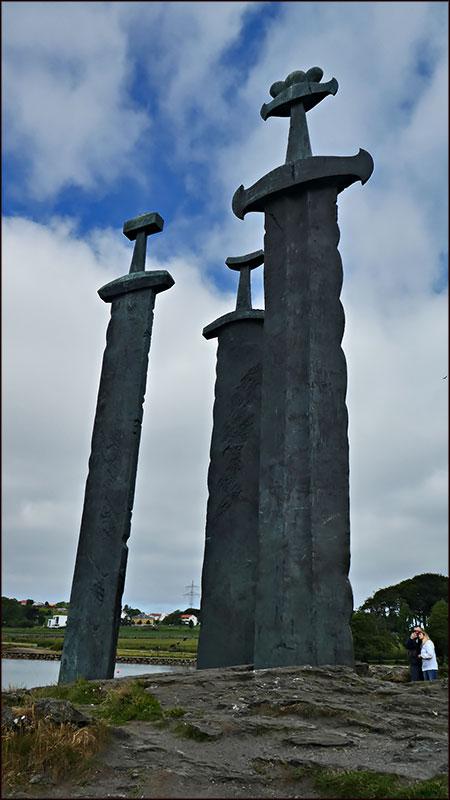 """Ставангер.Норвегия.Монумент """"Мечи в камне"""""""