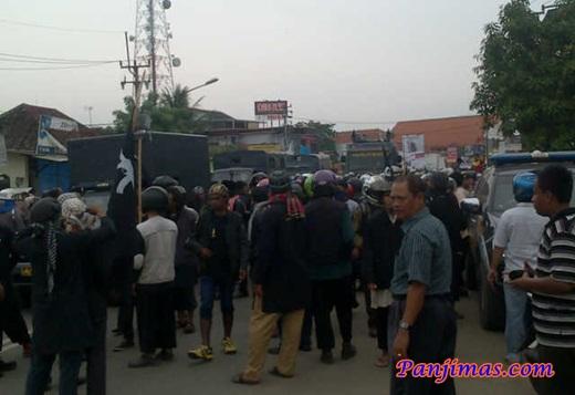 Laskar Al-Manar Cirebon Bentrok dengan Preman Saat Segel Gudang Miras