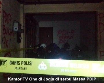 Massa PDIP Serbu Kantor TV One di Jogja