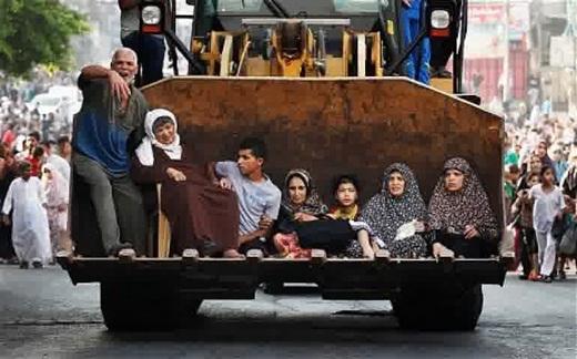 Warga Gaza Mengungsi pada hari Ahad 20 Juli 2014