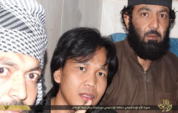 Foto Hanzhalah bersama para mujahidin Daulah Islamiyah