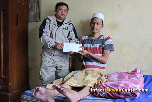 IDC Salurkan Donasi kepada Rahmat Farhan yang Lumpuh 1