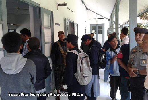 Sidang Praperadilan Agus Junaedi diluar PN Solo hari Jum'at