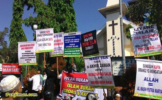 Spanduk Allah Bukan Al Masih Putra Maryam dari KMM Saat Parade Tauhid di Solo