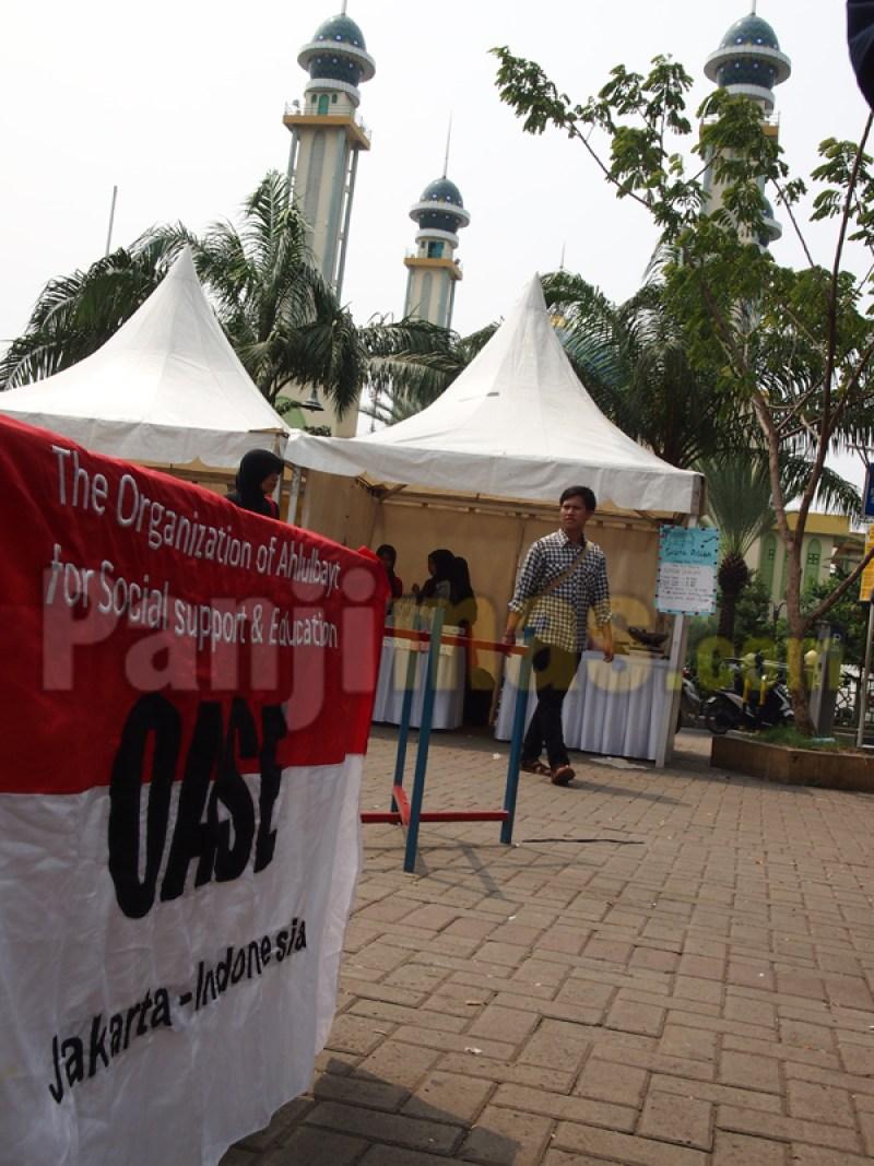 Ormas Aliran Sesat Syiah OASE, ramaikan festivas kuliner lintas iman di Alun-alun, depan komplek masjid agung Al-Barkah, Kota Bekasi