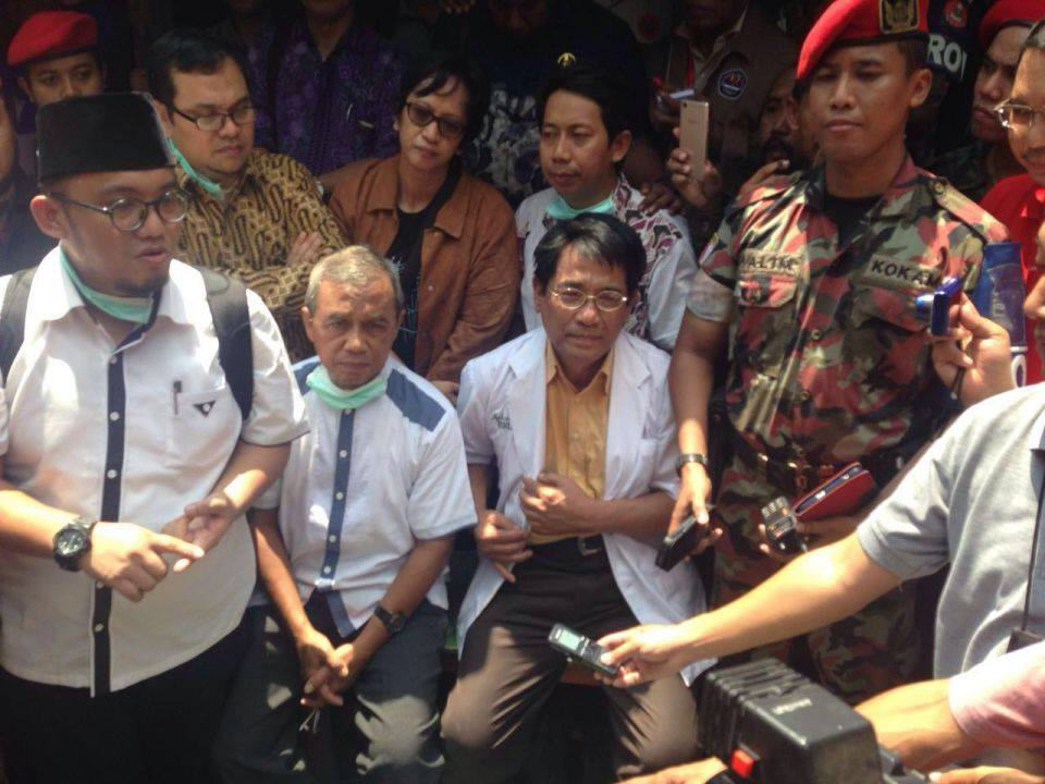 Tokoh Muhammadiyah, Komnas HAM dan Tim Forensik memberikan keterangan usai autopsi jenazah Siyono,