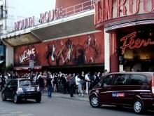 Boulevard de Clichy- Kabaret Moulin Rouge, kolejka do kasy