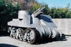 """Działo samobieżne 105 mm - M7B1 'Priest- Muzeum """" Le Grand Bunker"""""""