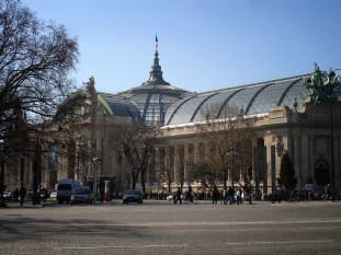 Grand Palais. Widok z Avenue des Champs Élysées
