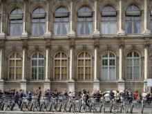 Hôtel de Ville- kolejka do galerii - widok od Rue de Lobau