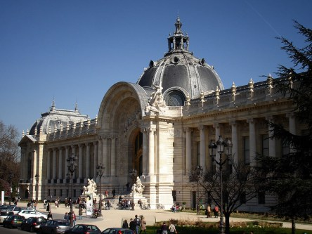 Petit Palais. Widok z Avenue Winston Churchill