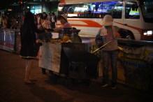 Uliczni sprzedawcy kasztanów- Kowloon