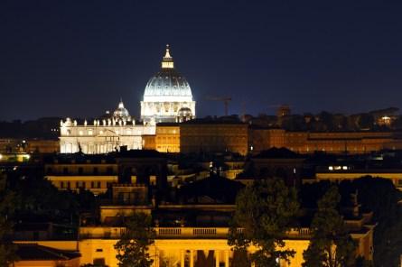 Rzym nocą- Kopuła Bazyliki św. Piotra w Watykanie