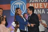 Ambos precandidatos se abrazaron