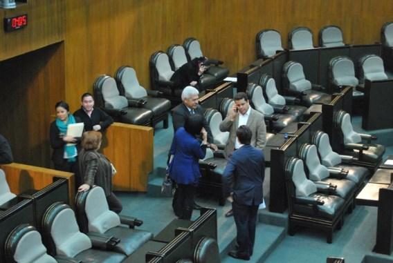 María Dolores Leal y Edgar Romo platicaban en lugar de iniciar la sesión
