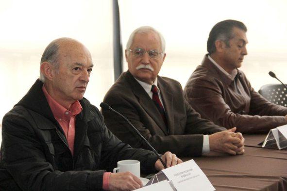 Los tres candidatos ofrecieron una rueda de prensa en el Congreso del Estado