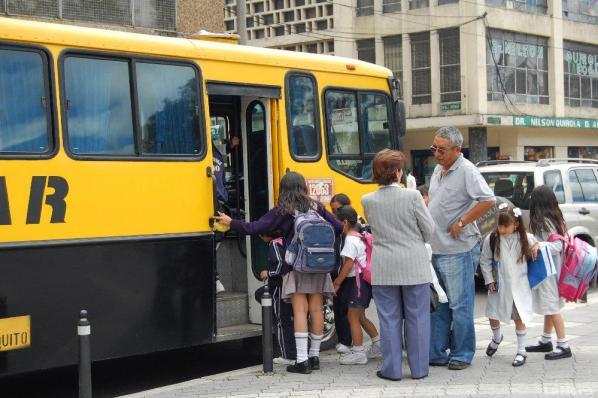Busca que el transporte escolar reduzca el tráfico vehicular