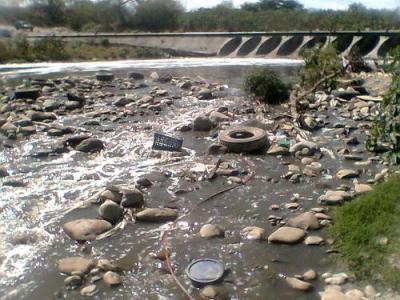 Buscan limpiar 77 kilómetros del lecho del Río Pesquería