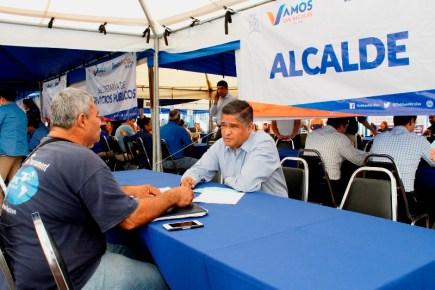 El alcalde Víctor Fuentes atendió a los ciudadanos