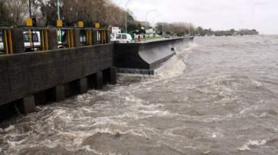 Alerta por la crecida del Río de la Plata en la costa de la capital y el sur y el norte del conurbano
