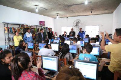 La Legislatura donó computadoras a la Villa 1-11-14