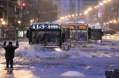Cayeron 80 milímetros de agua solo en Buenos Aires
