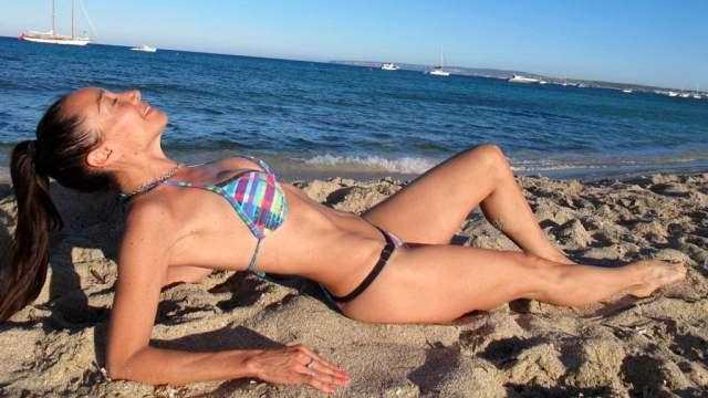 Mirá el lomazo de la bailarina Mora Godoy en las playas de Ibiza