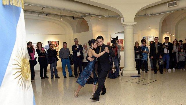 Muestra artística de grabados 'Tango x 2' en la Sala de Exposiciones de la Legislatura porteña