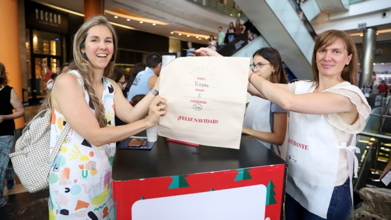 """30.500 niñas y niños del país recibirán un regalo esta navidad gracias a  """"Un mundo de gente"""""""