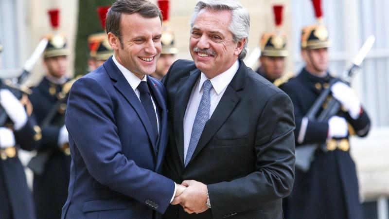 Fernández sumó el apoyo de Macron para negociar frente al FMI