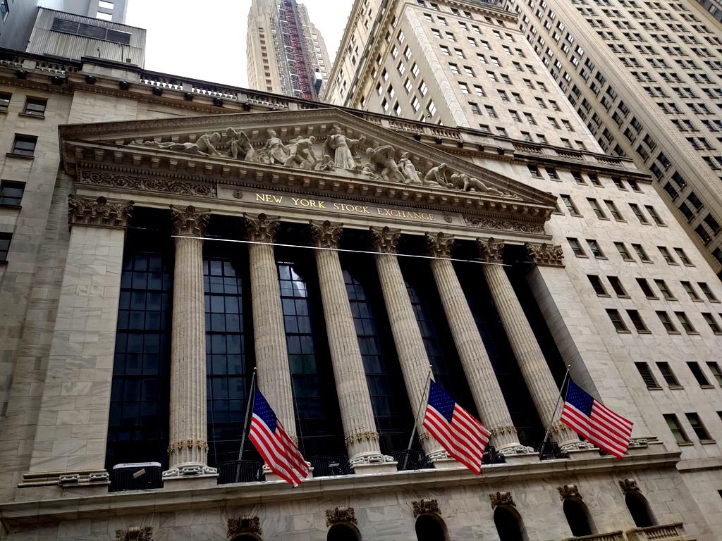 Las bolsas mundiales registraban hoy variaciones positivas