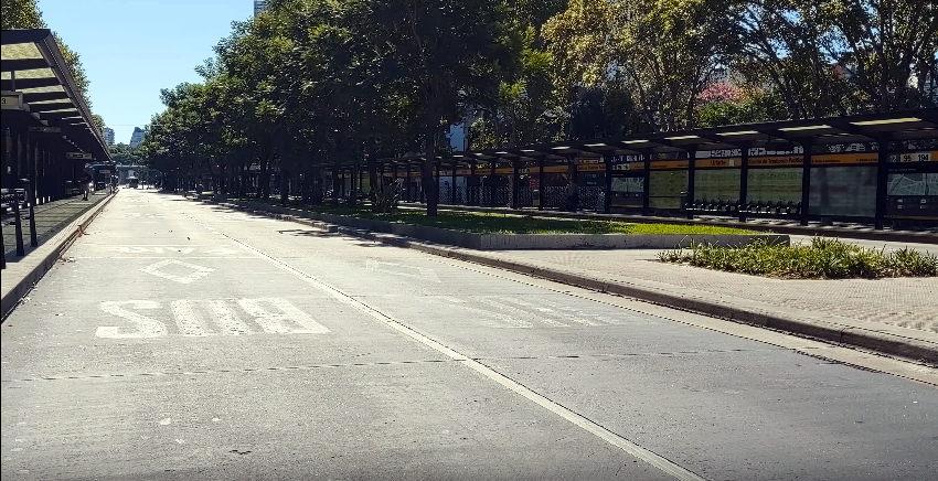 Calles vacías y encierro generalizado en la primera semana de aislamiento en Argentina