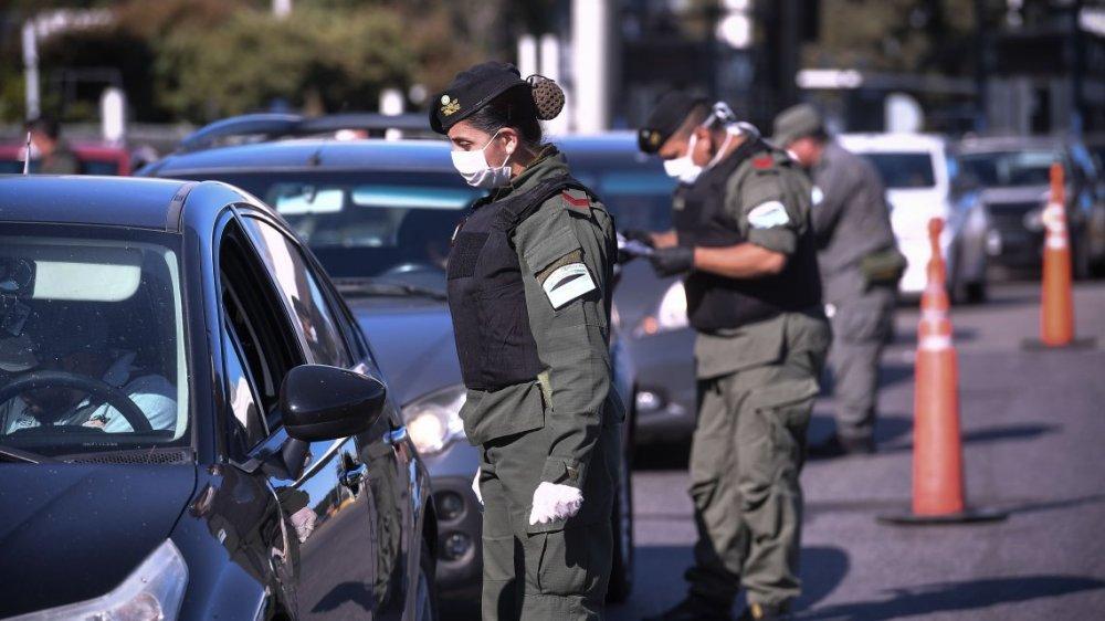 Gobierno argentino oficializó el pago de una suma de 5.000 pesos para fuerzas de seguridad y defensa