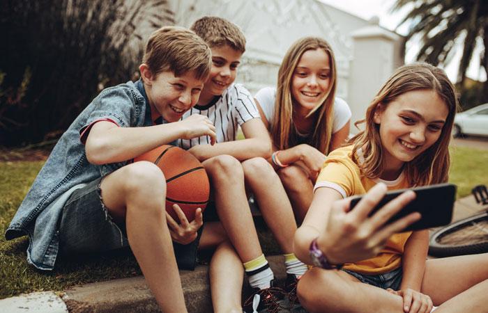 Adolescentes: aconsejan dejarlos «vivir a contramano» y «darles espacio» en la pandemia