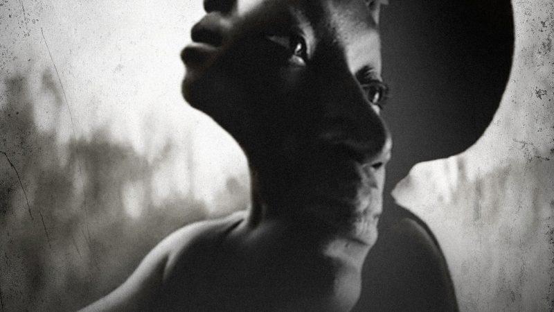 """Ricardo Arjona: """"Mamás de Moisés"""". Una crónica sobre los éxodos masivos de gente que busca en otro país lo que se le negó en el suyo"""