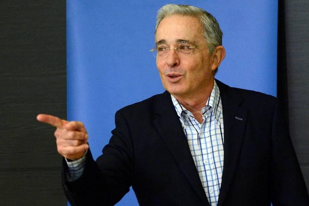"""Álvaro Uribe se declara listo para ir a la cárcel y EEUU lo llama """"héroe"""" y pide el fin de su arresto"""