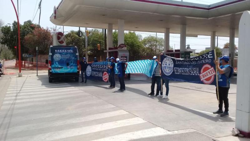 Sindicato toma estaciones de servicio en Santiago del Estero
