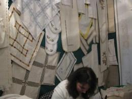 Stand de Paula Rocha da Cruz (linho artesanal e bordados)
