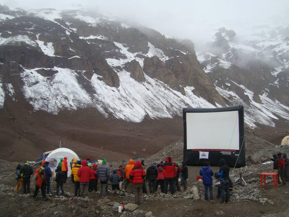 Cine en las Montañas de Argentina