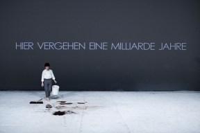 Schaubuehne am Lehniner Platz. ''Hyperion. Briefe eines Terroristen''. nach Friedrich Hoelderlin; Regie, Buehnenbild, Licht, Kostueme: Romeo Castellucci.