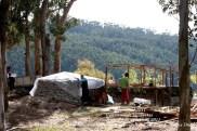 LUGNASAD 2011 - CONSTRUCCIÓN DAS CASETAS DOS CLANS - CEDEIRA 24 DE AGOSTO DE 2011 - FOTOGRAFÍA POR FERMÍN GOIRIZ DÍAZ (7)