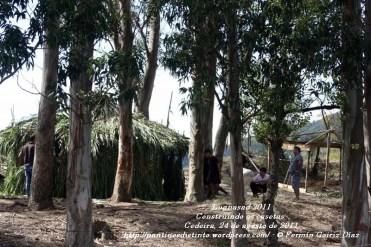 LUGNASAD 2011 - CONSTRUCCIÓN DAS CASETAS DOS CLANS - CEDEIRA 24 DE AGOSTO DE 2011 - FOTOGRAFÍA POR FERMÍN GOIRIZ DÍAZ