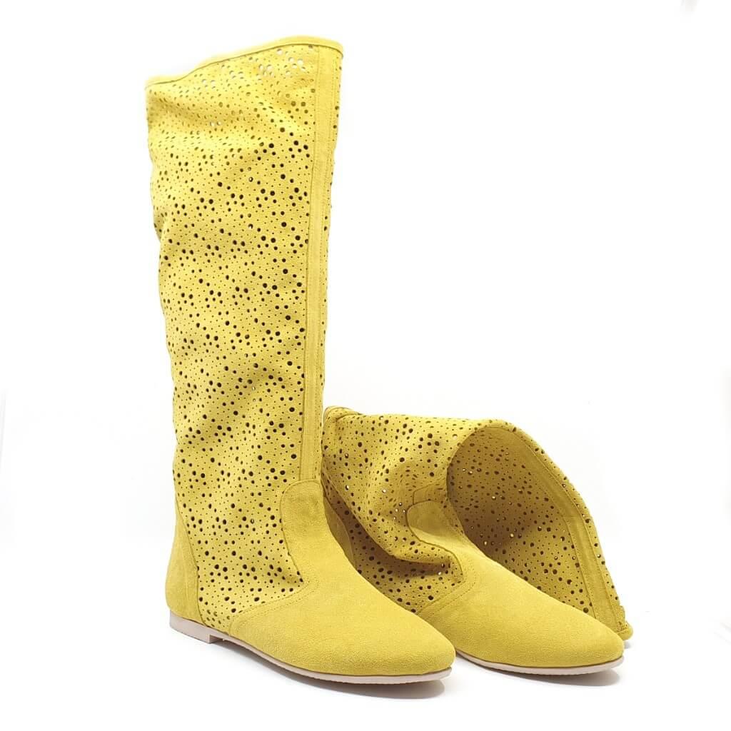 Cizme de vară perforate din piele intorsă galbenă