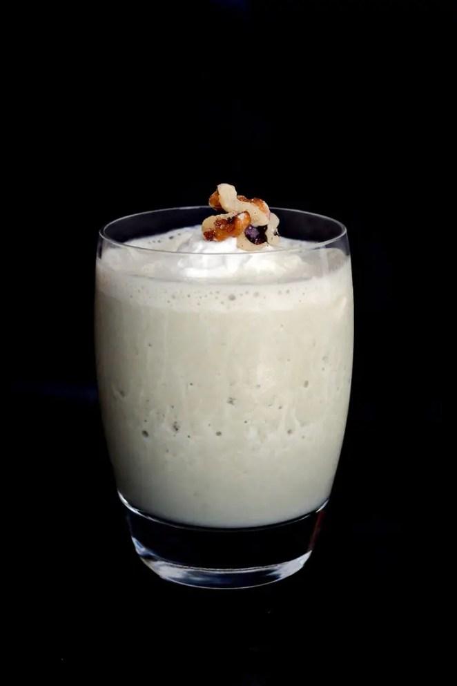 Smoothie Recipes - Caramel Banana Matcha Smoothie.